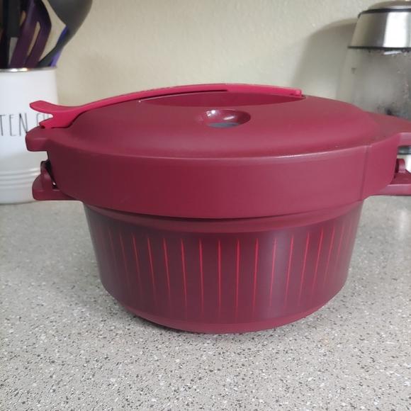 NWOT Tupperware Microwave Pressure Cooker